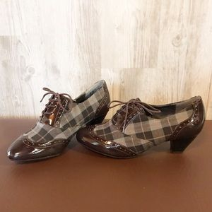 Hush Puppies patented leather plaid heeled oxford